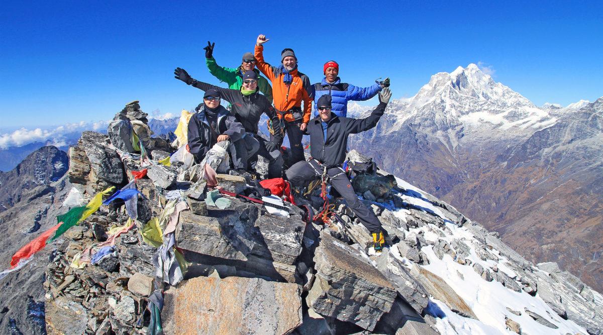 Gipfelfreude am Yalung Ri (5630m)